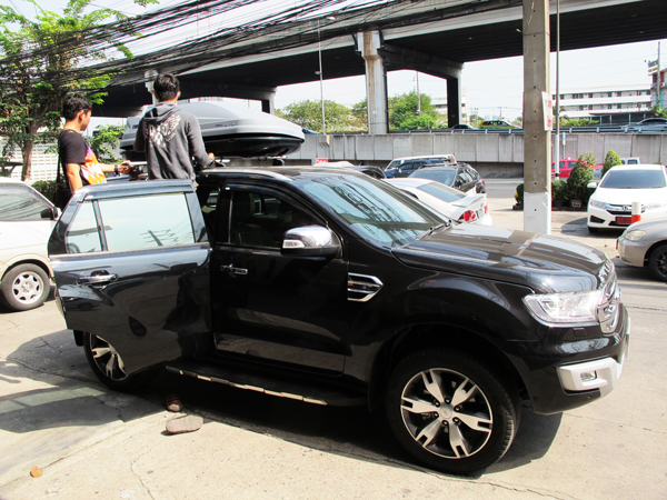 c4-ford-everest-thule-roofbox-d2autorack