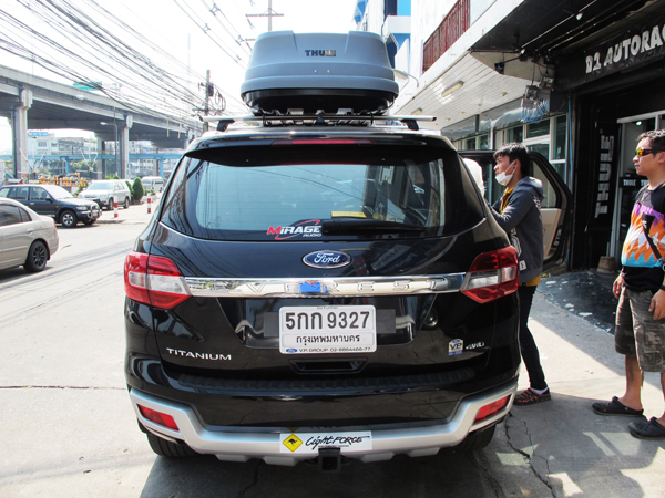 c8-ford-everest-thule-roofbox-d2autorack