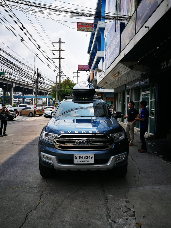 e6-ford-everest-thule-roofbox-d2autorack