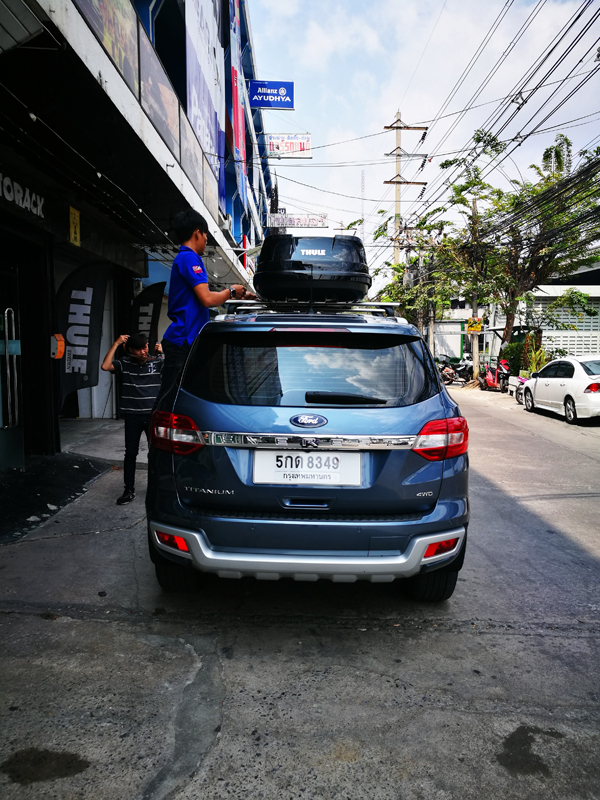 e7-ford-everest-thule-roofbox-d2autorack