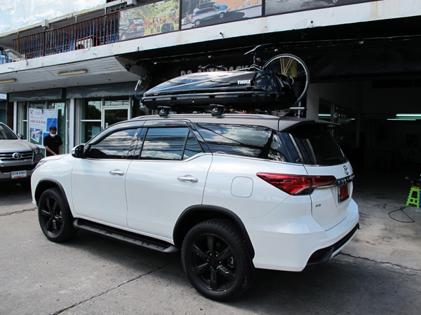 s4-toyota-fortuner-thule-roofbox-d2autor