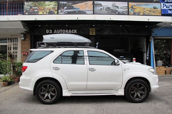 w1-toyota-fortuner-thule-roofbox-d2autor